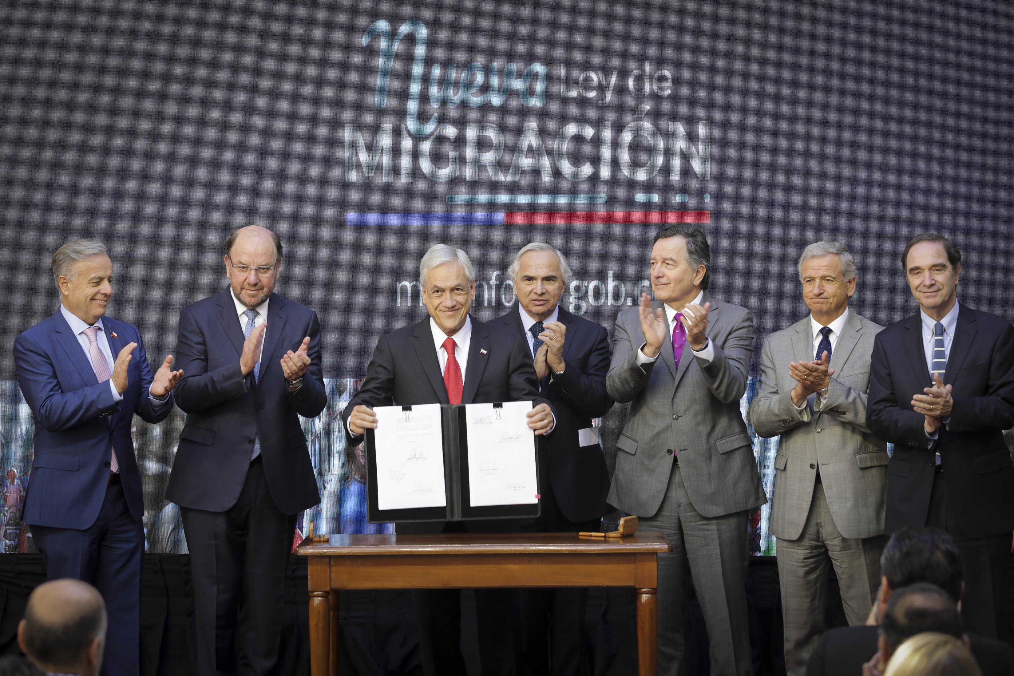 Anuncio de ley de extranjería